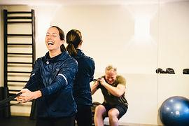 Malin fån Sanaego som tränar med en man