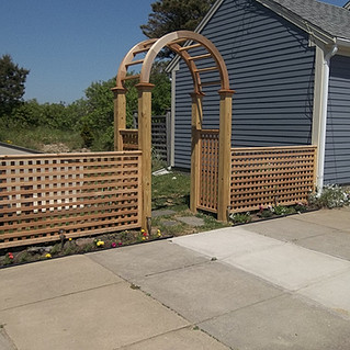 "Arbor wih 2"" English Lattice"