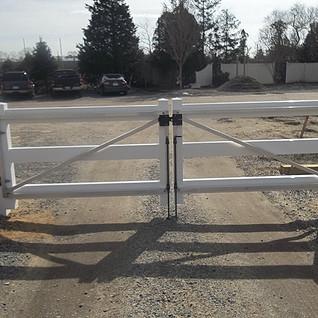 Plank 3 Rail Gate Double Drive