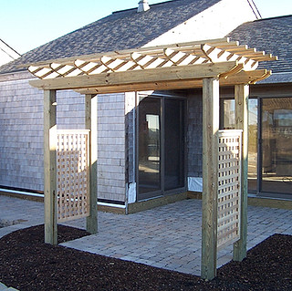 Pergola with 2' English Lattice