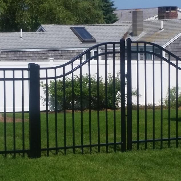 Echelon Plus Arched Majestic Gate