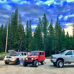#trdtacoma #landcruiser #ram1500  #eveningsky _#trail #toyota #arb _Airing up all 3 vehicles with th