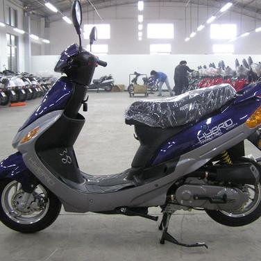 1er série de scooters hybride