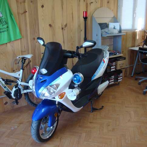 scooter electrique police