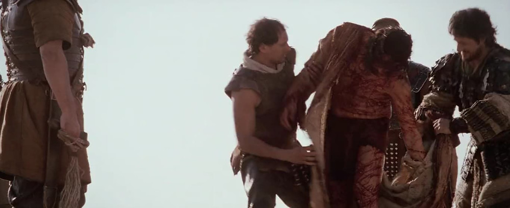 10ª estação: Jesus é despojado de suas vestes