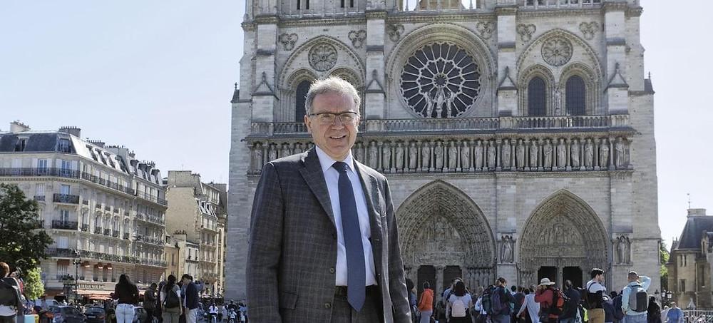 Michel Picaud, presidente da Friends of Notre Dame de Paris, discute sua missão de ajudar a financiar a restauração da igreja de Paris