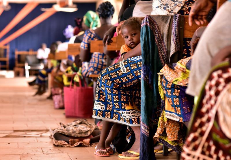 Cristãos participam de um culto na igreja em Kaya, Burkina Faso (Foto: Anne Mimault/Reuters via CNS)
