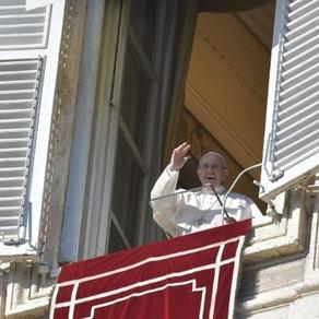 """""""Como os Magos, deixemo-nos iluminar pela luz de Jesus"""" Pede Papa no Angelus"""