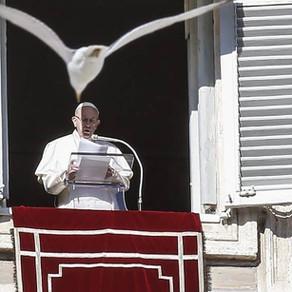 """Papa Francisco sobre o batismo: """"É uma data mantida no coração para celebrá-la todos os anos"""""""