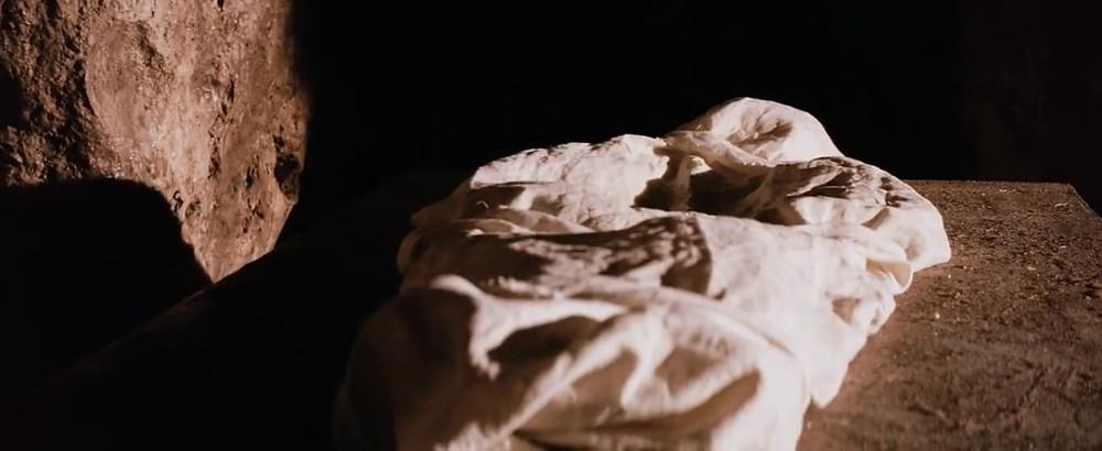 14ª estação: Jesus é sepultado