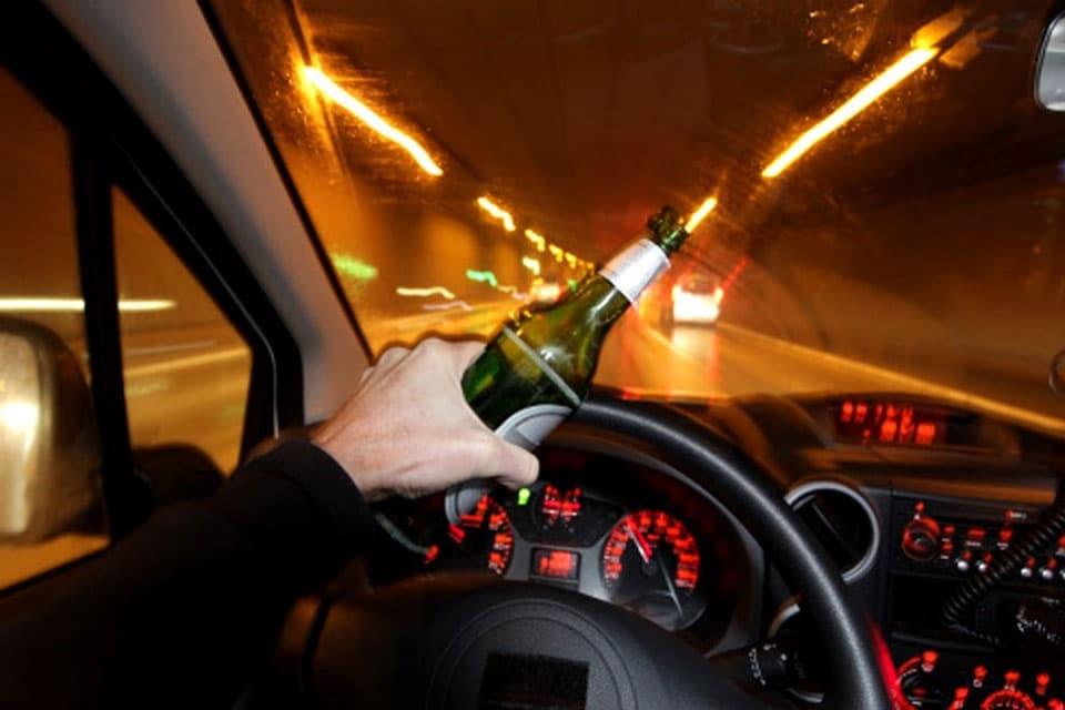 Aqueles que, em estado de embriaguez ou por gosto imoderado da velocidade, põem em risco a segurança dos outros e a sua própria, nas estradas, no mar ou no ar, tornam-se gravemente culpados