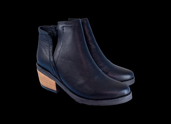 Black V-Boot