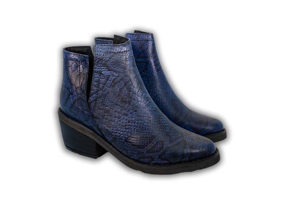 Black & Blue Snake V-Boot