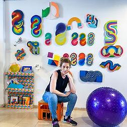 ג'סיקה מוריץ, אמנית תל אביב, ביקור בסטודיו לאמנים, אמנות שדה צבעונית, אמנות צבעונית, אמנות ממוחזרת, עיצוב ממוחזר, אמנות מגניבה, תל אביב חייבת לראות,img