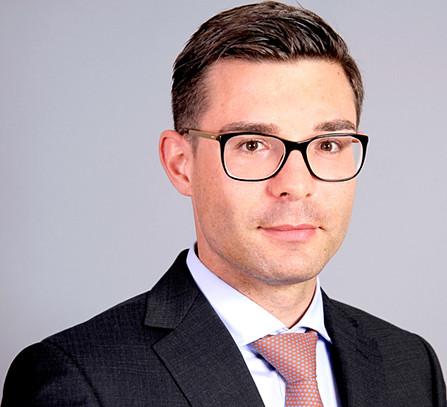Edlla Lugin Business Portrait