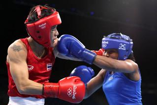 Ingrit Valencia asegura bronce y va en carrera por oro en boxeo