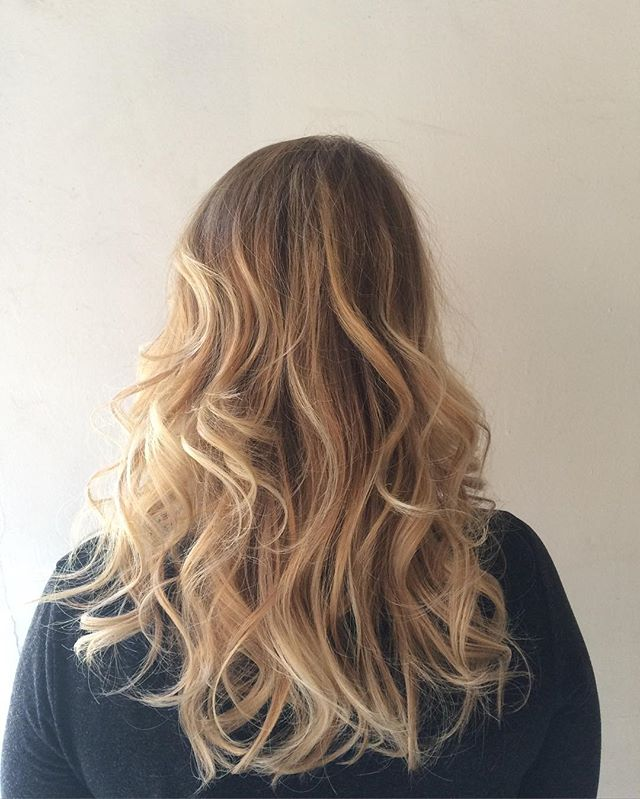 #olaplex #london #wavyhair #ombre #salon #trend #hairstyle #stylist #fashion #blonde #balayage #perf