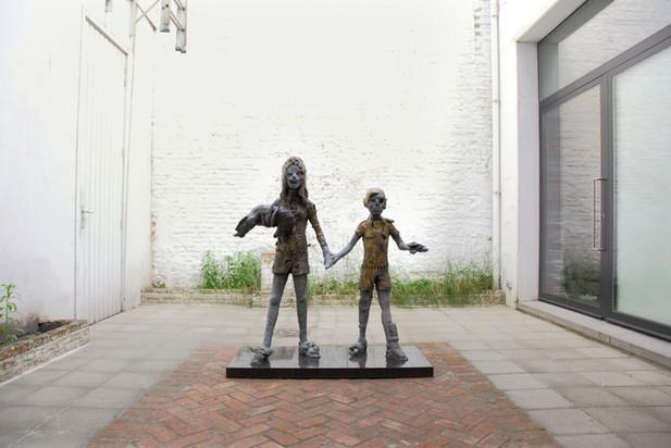 JONATHAN MEESE Wir, Erzkinder lernen Macht (Süsses Dorf der Verdammtin) = Die Gören, 2007 bronze 143 x 140 x 45 cm