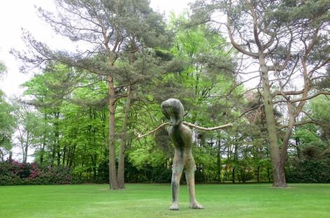 HENK VISCH De architect, 2015 bronze, wooden branch h: 360 cm edition of 2 and 1 A.P.