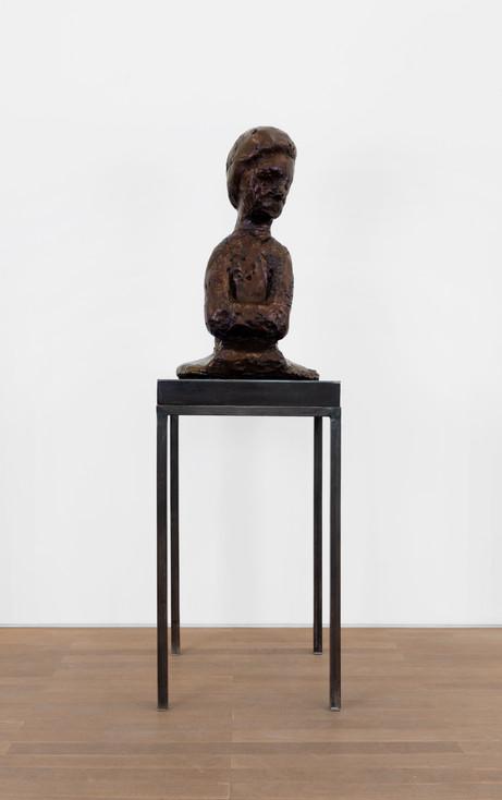 EDWARD LIPSKI Servant, 2020 urethane, pigment plinth: steel, wood 86 x 45 x 29 cm (sculpture), 97 x 54 x 54 cm (plinth)