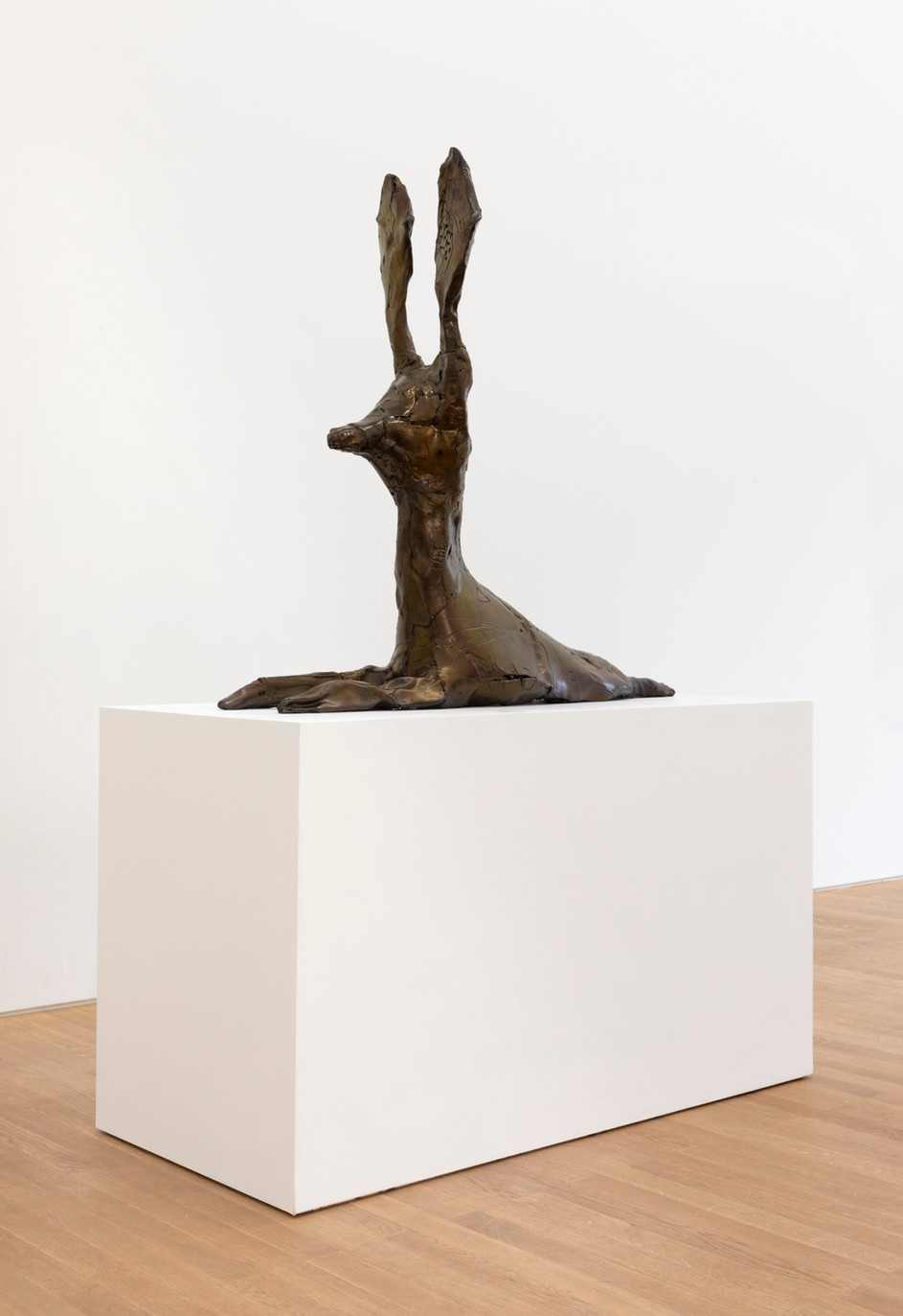 EDWARD LIPSKI Dog-Rabbit 2, 2019 resin, pigment, wood 110 x 45 x 115 cm (sculpture) 164 x 64 x 88 cm (plinth) unique
