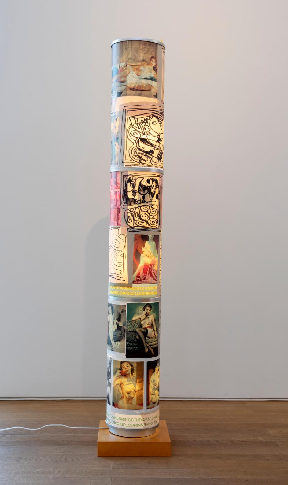 ANTON HENNING Stehlampe No. 13, 2019 metal, plastic, printed paper, marker on paper 138 x ø19 cm