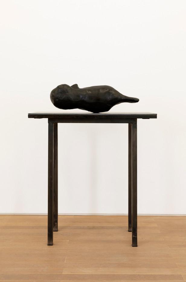 EDWARD LIPSKI Owl, 2020 rubber, wood, steel 19 x 56 x 18 cm (sculpture) 79 x 76 x 39 cm (plinth) unique