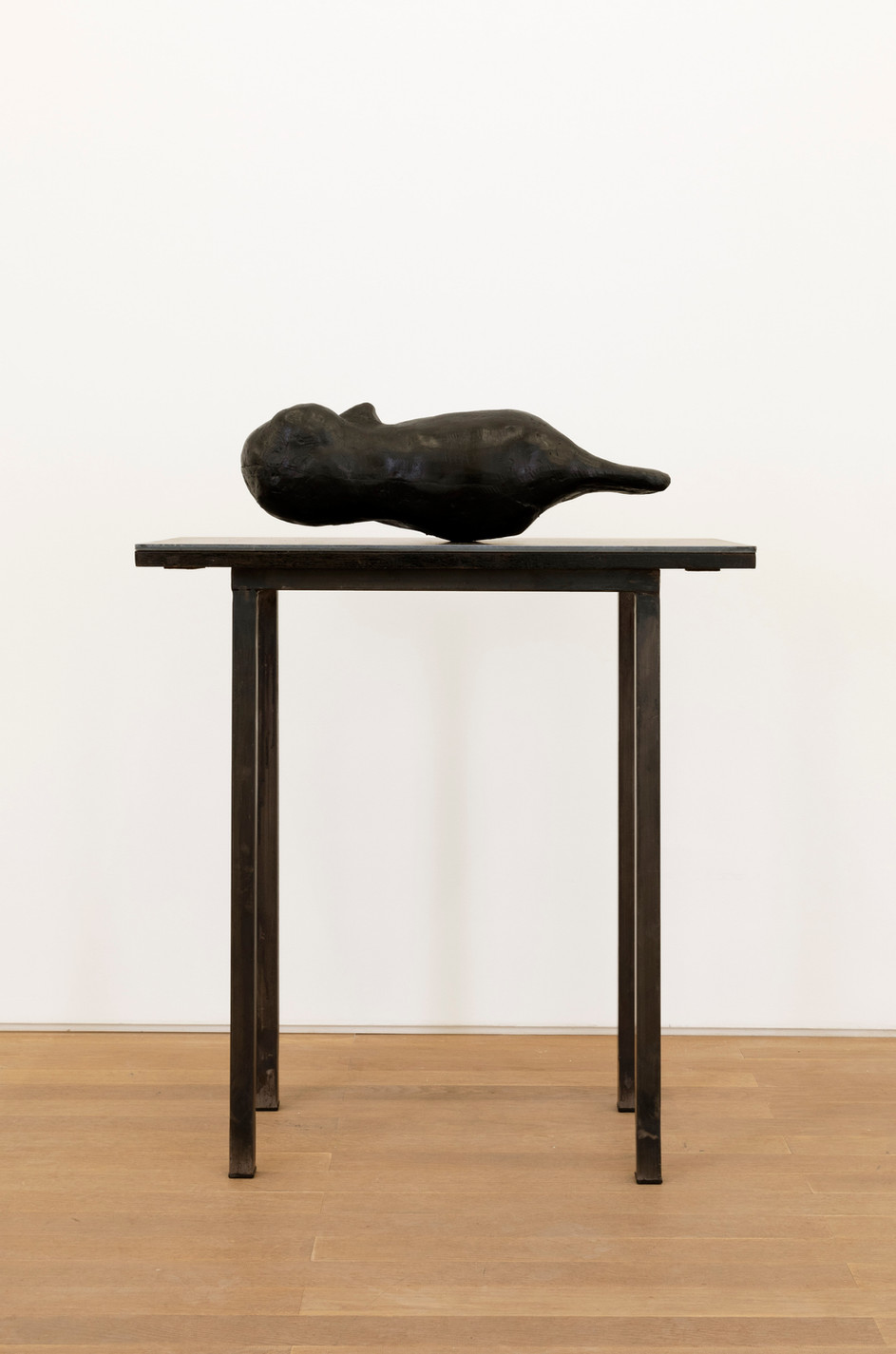 EDWARD LIPSKI Owl, 2020 rubber, wood, steel 19 x 56 x 18 cm (sculpture) 79 x 76 x 39 cm (plinth) unique