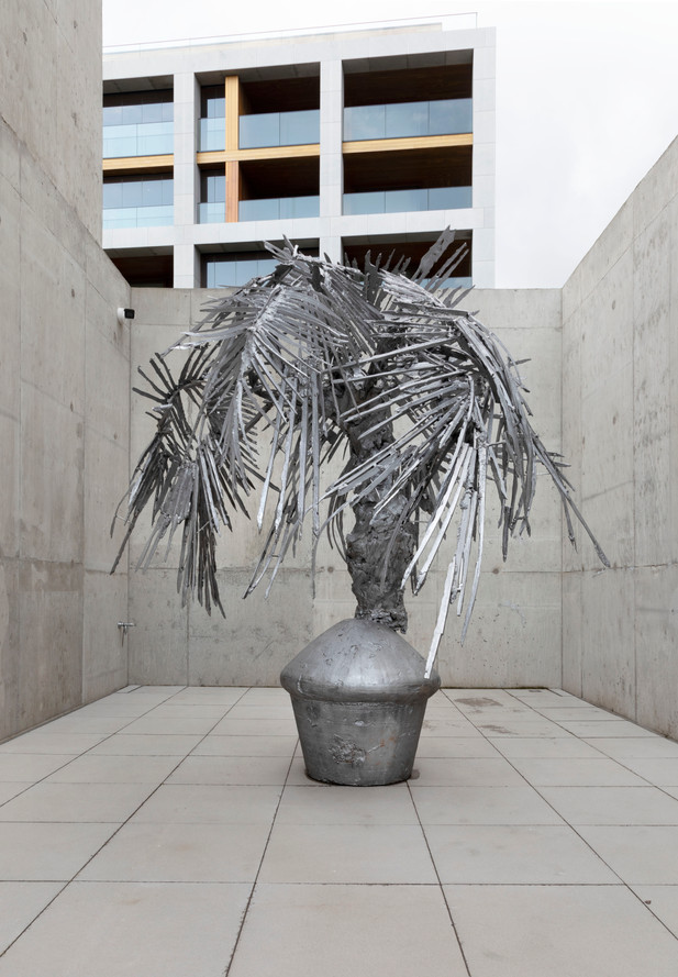 PETER ROGIERS Spinner, 2020 casted aluminium, casted and painted bronze 294 x 250 x 220 cm