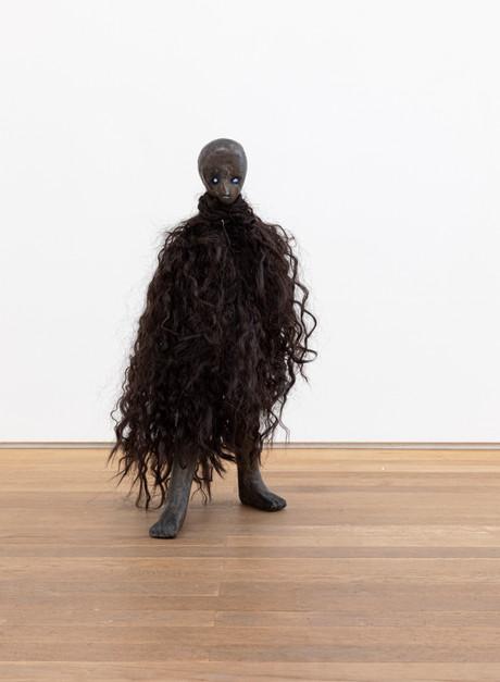 HENK VISCH De Mantel, 2021 bronze, polyester 60,3 x 31 x 33,5 cm