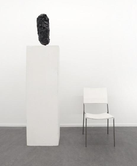 FRANZ WEST Chaise à sculpture sur socle, 1996 sculpture, chair, plinth, acrylic, wood, papier-mâché and metal 53,4 x 20,3 x 26,1 cm, 83 x 45 x 60 cm, 152,5 x 50 x 41,7 cm