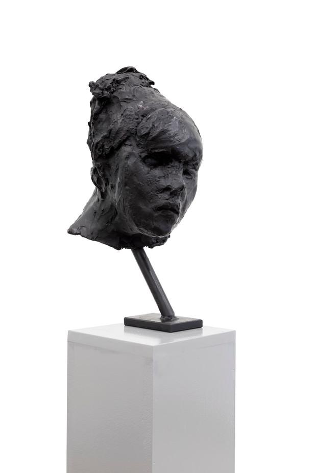 PETER ROGIERS Quote, 2020 bronze, mdf plinth 190 x 20 x 20 cm