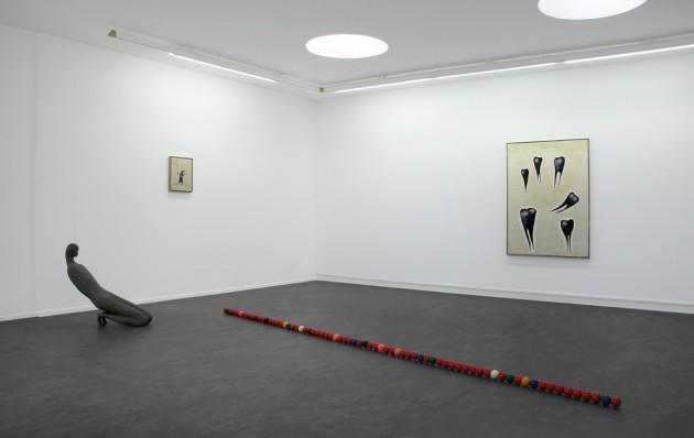 """HENK VISCH: """"Us, running away"""", 2008 polyester, metal - 405cm - piece unique  HENK VISCH: """"When kings were kings and washed the feet of the poor"""", 2008  bronze - h: 80 cm  NORBERT SCHWONTKOWSKI: """"Von da nach da"""", 2008 oil on canvas - 40 x 30 x 2,3 cm  NORBERT SCHWONTKOWSKI: """"O.T. (Blackteeth)"""", 2008 oil on canvas - 140 x 100 x 2,3cm"""