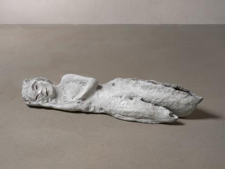 LEIKO IKEMURA Lying in White, 2013 - 2018 patinated bronze 27 x 133 x 40 cm