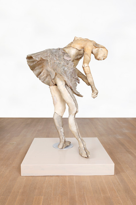 PETER ROGIERS Degas Sculptuur (Bilitis), 2019 epoxy, polyester, steel, aluminium, wood, nylon and mixed media, artist pedestal 160 x 106 x 96,5 cm