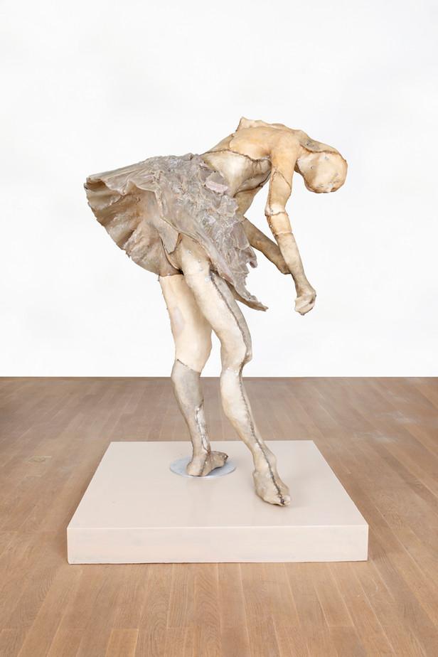 PETER ROGIERS, Degas Sculptuur (Bilitis), 2019 epoxy, polyester, steel, aluminium, wood, nylon and mixed media, artist pedestal 160 x 106 x 96,5 cm unique