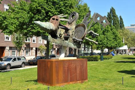 JONATHAN MEESE Die Humpty-dumpty-mashiner der totalen zukunft, 2010 bronze 230 x 370 x 200 cm edition of 3