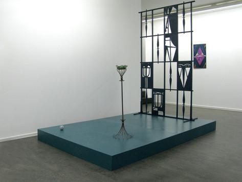 TOMASZ KOWALSKI Exhibition as disguise, 2010 wood, metal, glass 220 x 250 x 160 cm