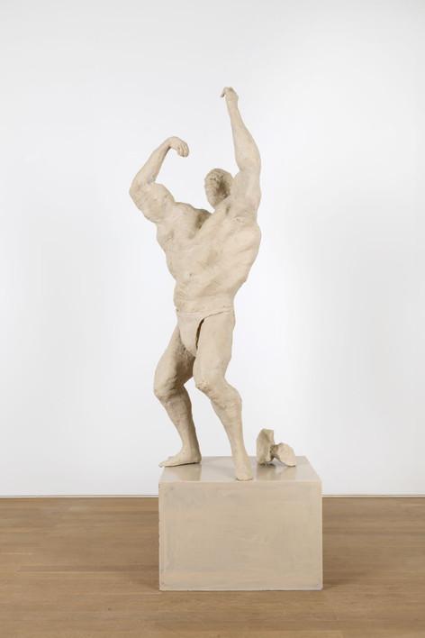 PETER ROGIERS, Bodybuilder Sculptuur (het Citaat), 2019 polyester, steel, aluminium and wood, artist pedestal 193 x 47,5 x 73 cm unique