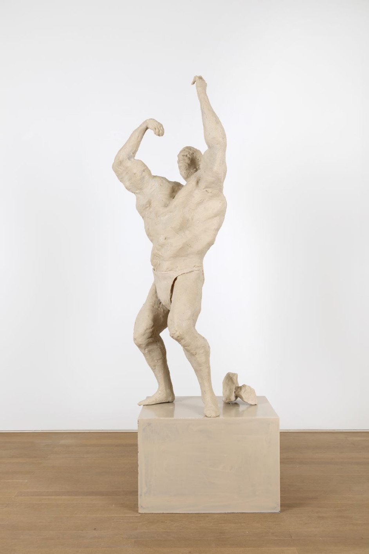 PETER ROGIERS Bodybuilder Sculptuur (het Citaat), 2019 polyester, steel, aluminium and wood, artist pedestal 193 x 47,5 x 73 cm