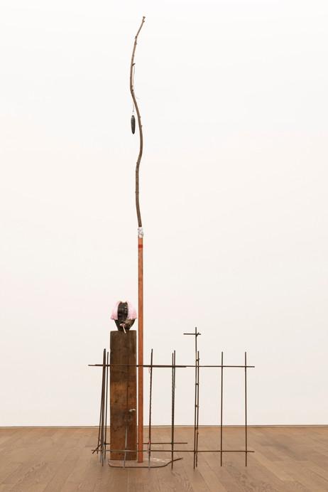 HENK VISCH Monument to Commemorate Sympathy, 2021 metal, wood, styrodor 253,5 x 84,7 x 71,3 cm