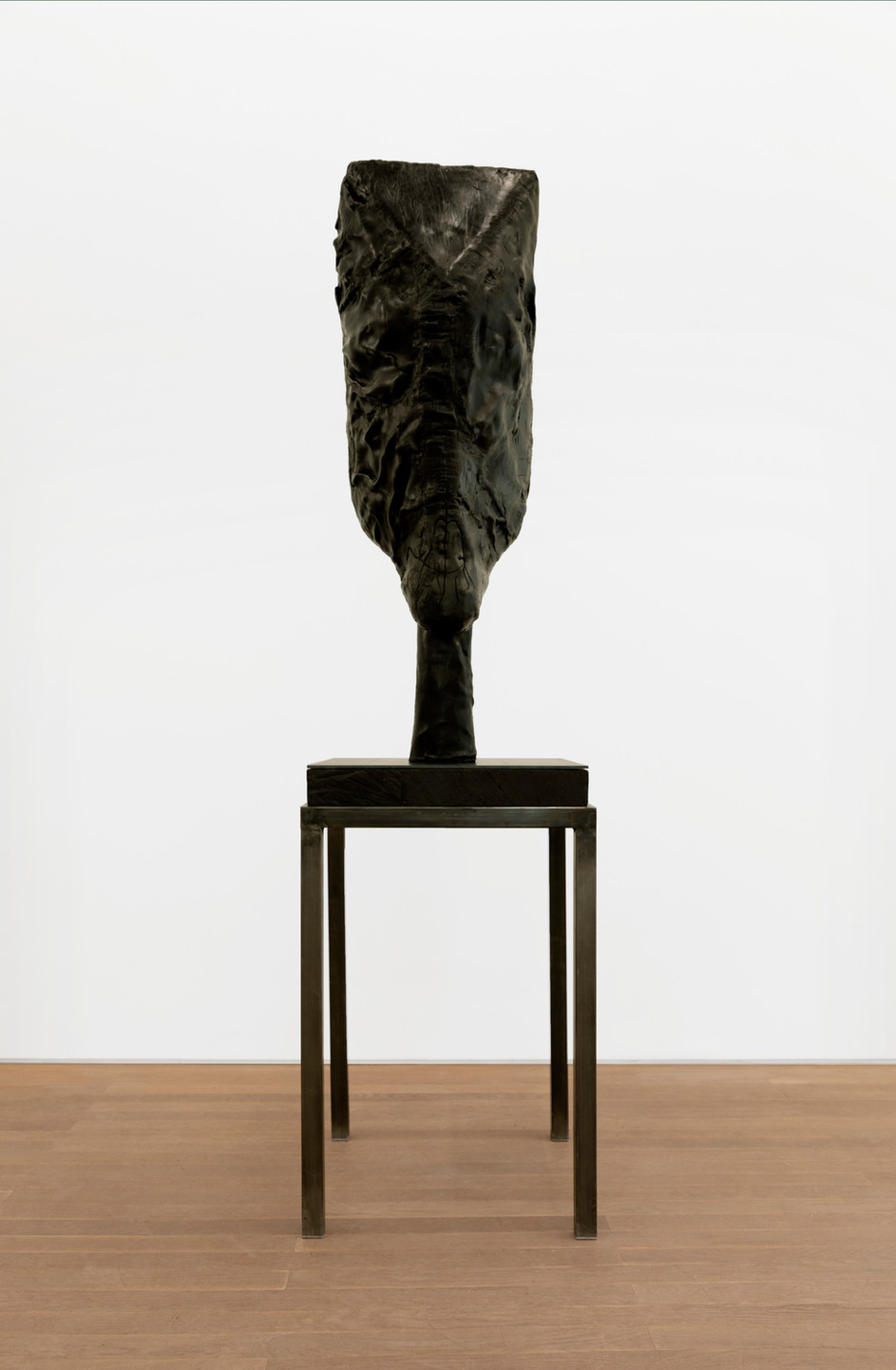 EDWARD LIPSKI Horsehead, 2020 rubber, wood, steel 128 x 40 x 33 cm (sculpture) 89 x 56 x 56 cm (plinth) unique