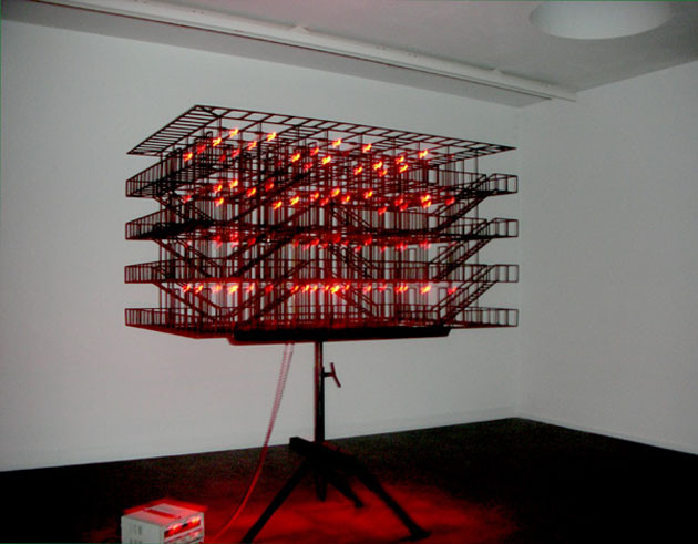 ATELIER  VAN LIESHOUT, Minimaal staal sculptuur met rode lichtjes, 2006