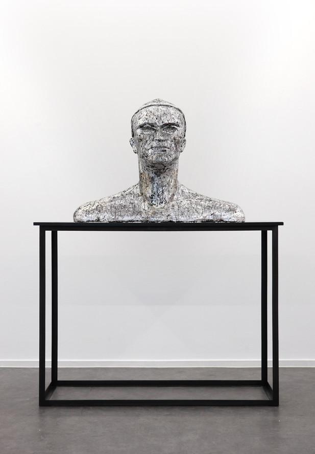 EDWARD LIPSKI MXLMXXVXX, 2016 luminium /silverleaf on jesmonite-limestone composite on perspex, steel, pedestal 156 x 120 x 58 cm, 91 x 63 x 124,5 cm
