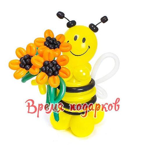 Пчелка и подсолнухи