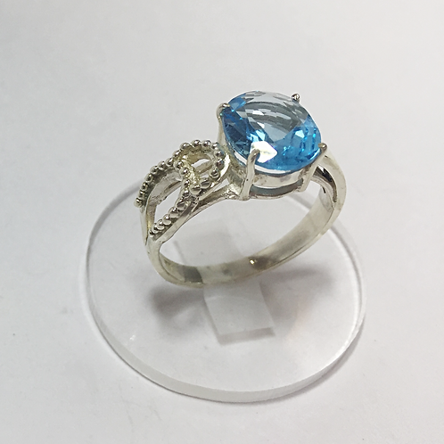 Blue Topaz with decorative side set in 925