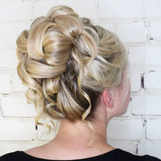 Love this #bridahairstyle for Jenn's wed