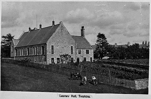 Torphins DJ1128 c1913.learney.hall.rear.