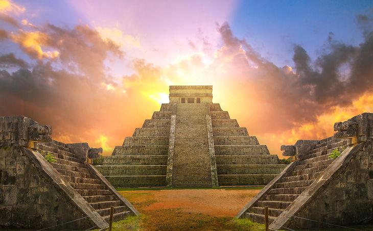 Mexico, Chichen Itza, Yucatn. Mayan pyramid of Kukulcan El Castillo at sunset.jpg