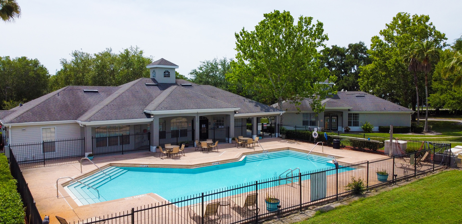 Pool & Clubhouse